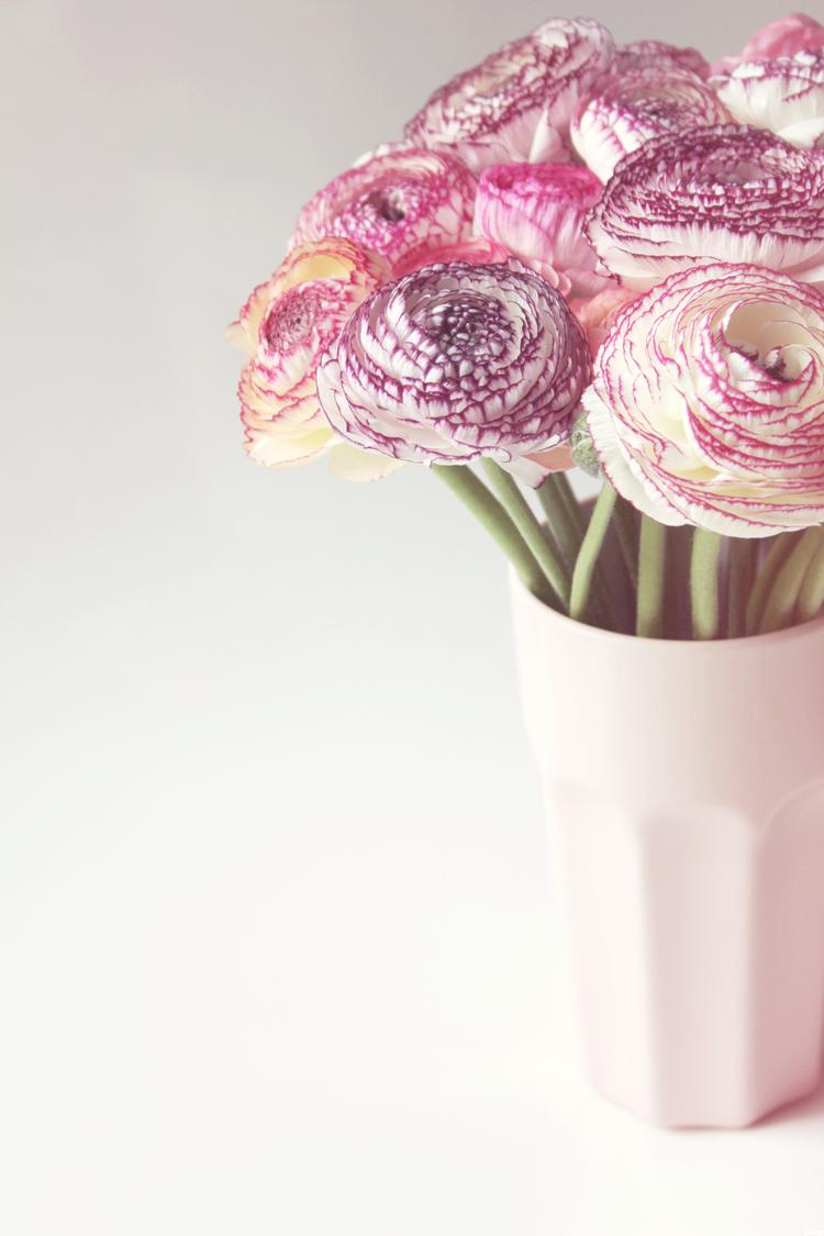 il y a des fleurs partout pour qui veut bien les voir. Black Bedroom Furniture Sets. Home Design Ideas