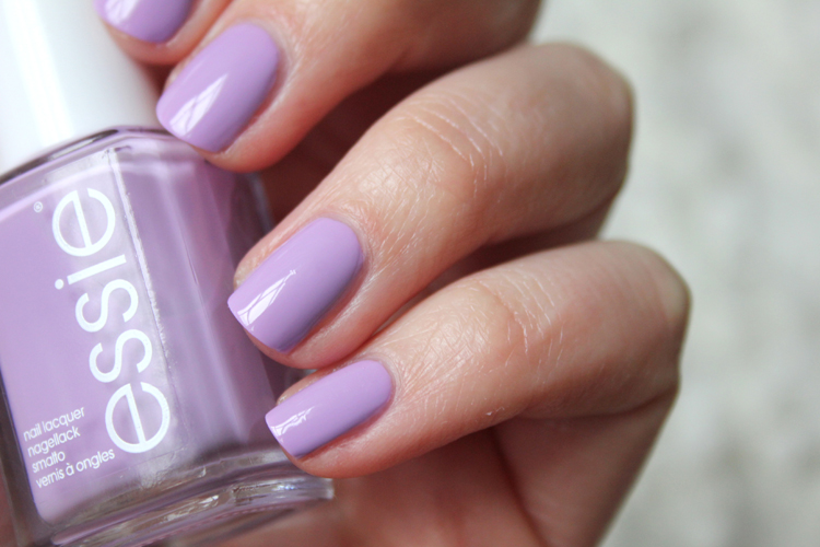 ESSIE_SPRING_BOND_WITH_WHOMEVER