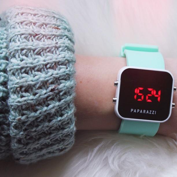 PAPARAZZI_TIME_WATCH