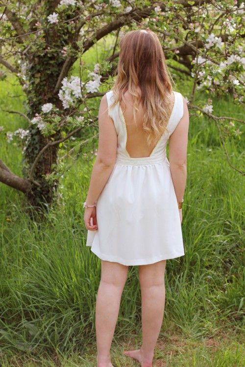 LA REDOUTE ROBE DOS NU 7 500x750 La petite robe blanche    Blog mode