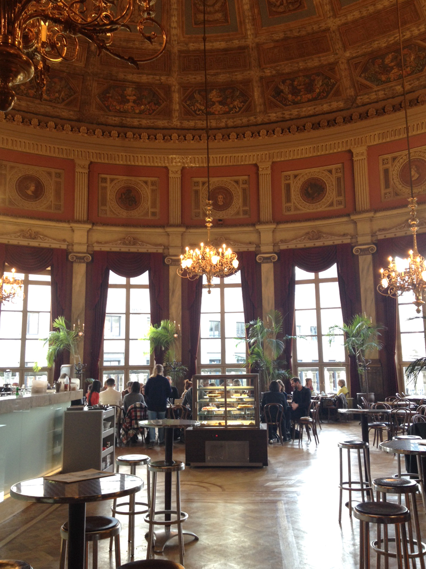 CAFE_LATTE_THEATRE_BOURLA_ANTWERP_ANVERS_2