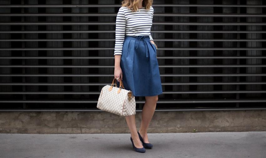 photo look jupe midi en jean marinière sac louis vuitton