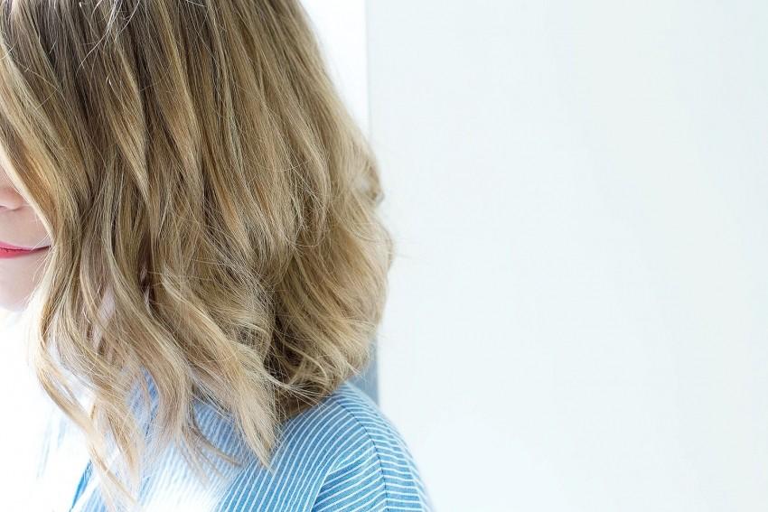 tuto coiffure carré wavy cheveux blonds bouclés résultat