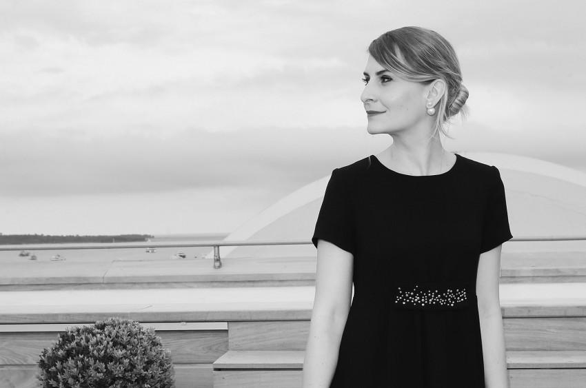 portrait noir et blanc zoé macaron robe