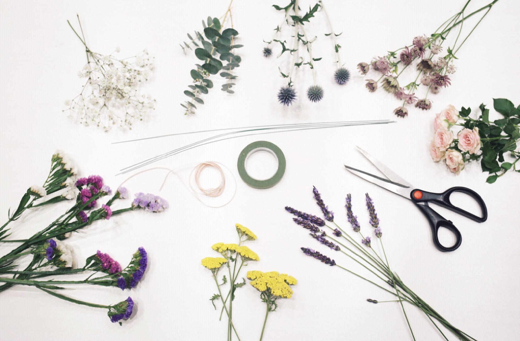 tuto diy la couronne de fleurs fraiches zo bassetto. Black Bedroom Furniture Sets. Home Design Ideas